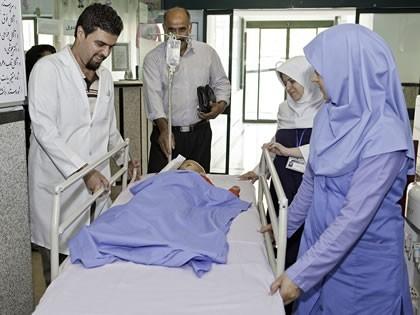 اورژانس در کلیه ساعات شبانه روز آمادگی پذیرش بیماران را دارد و مجهز به اطاق عمل می باشد و ارائه خدمات به بیمارانی را که نیازمند مراقبت های فوری پزشکی هستند با 8 تخت معمولی و 1 تخت ایزوله عهده دار است