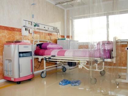 بخش پيوند سلول هاي بنيادي به عنوان يك بخش فوق تخصصي براي انجام پيوند سلول بنيادي در كودكان مبتلا به سرطان فعاليت مي كند و همچنين خدمات مربوط به مراقبت هاي بعد از پيوند با استانداردهاي بين المللي ايزولاسيون را ارائه مي دهد. پیوند سلول های بنیادی یکی از روشهای اصلی و نهایی در درمان بیماری سرطان است. این بخش به عنوان یک پایگاه مرجع پیوند سلولهای بنیادی برای کودکان مبتلا به سرطان در کشور فعال است