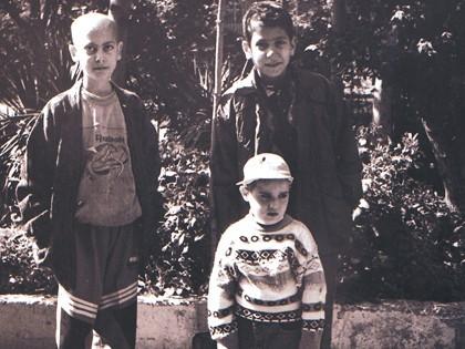 کودکان محک در حیاط بیمارستان علی اصغر- 1379