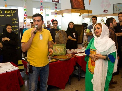 حضور هنرمندان در بازارچه محک